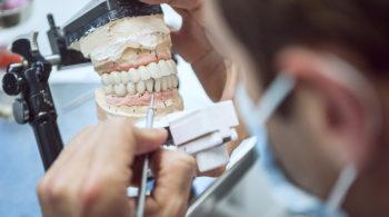 Dentiruña acude al Mobile Laboratory para conocer las últimas aplicaciones del circonio